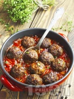 Телешки кюфтета с доматен сос на тиган - снимка на рецептата